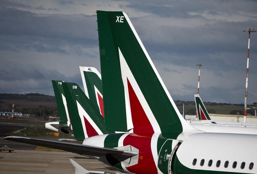 Alitalia, perché le Poste devono sempre aiutarla