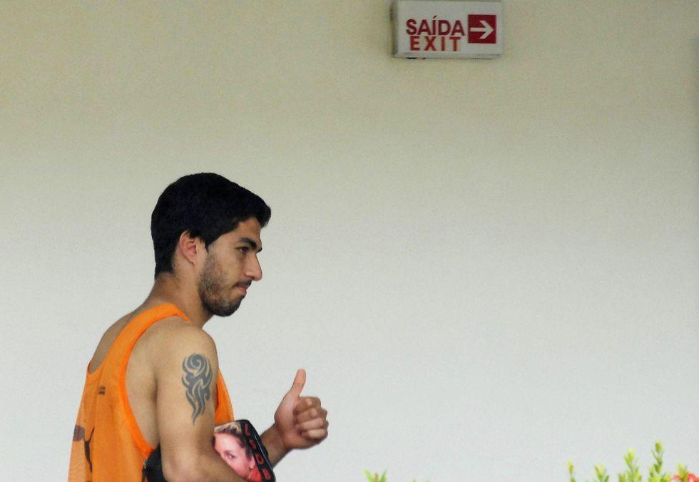 Le vacanze (strapagate) di Suarez: Barcellona contro la Fifa