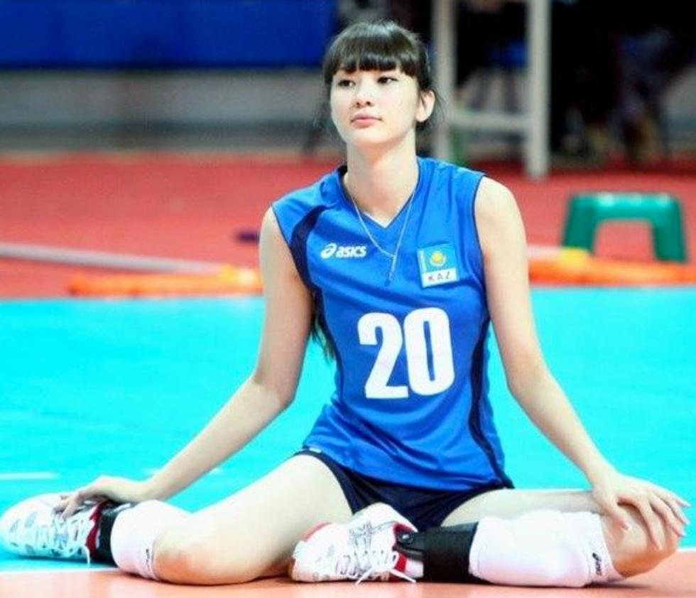 Sabina Altynbekova, la nuova icona sexy dello Sport