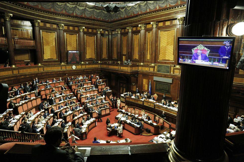 """Senato contro la no-stop: """"Renzi va cercando l'incidente"""""""