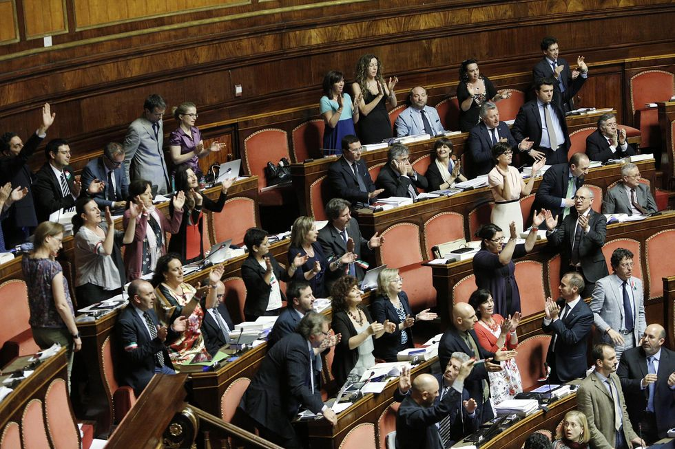 Rissa al Senato dove Renzi viene battuto