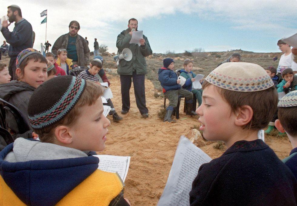 Insegnare religione durante l'infanzia rallenta la distinzione tra realtà e fantasia