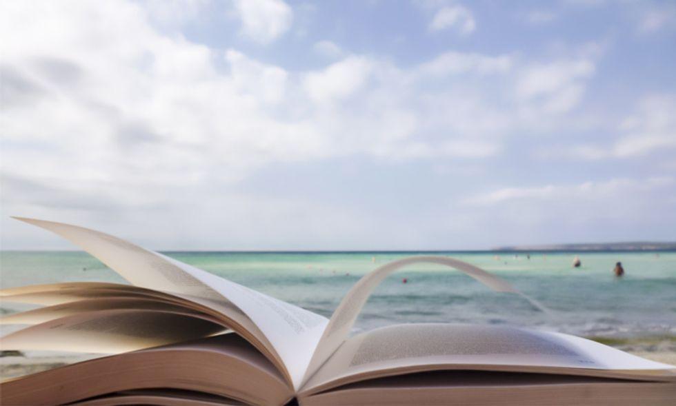 Libri per l'estate: 3 esordi da portare in vacanza