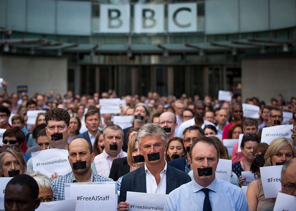 Solidarietà ai giornalisti condannati in Egitto e altre foto del giorno, 24.06.2014