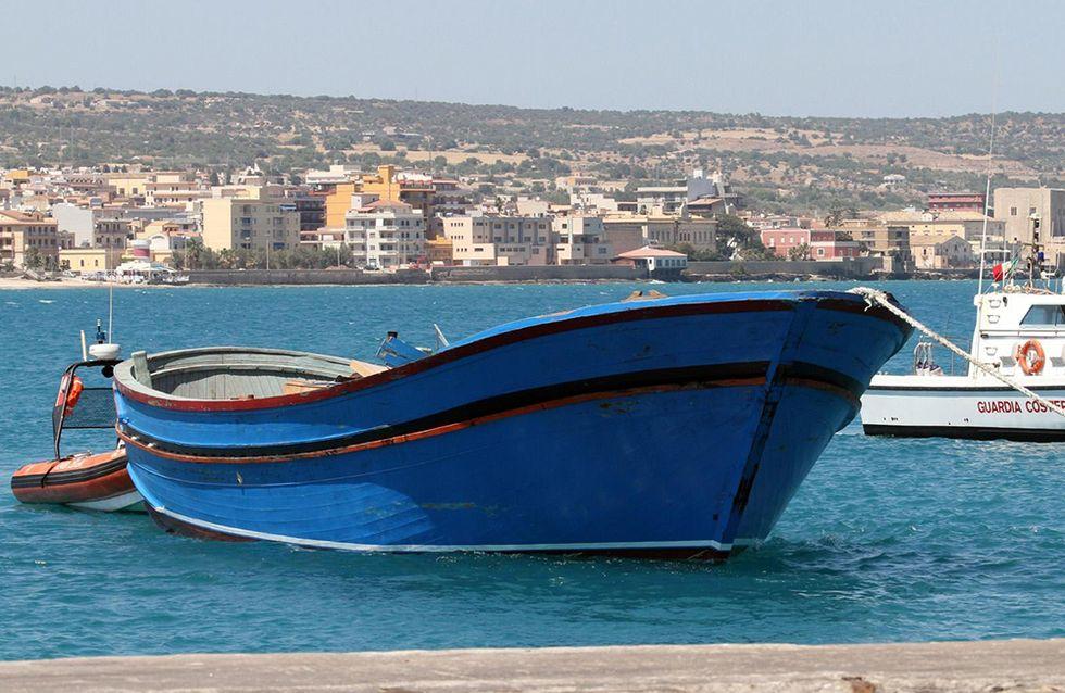 Il barcone della tragedia in mare e altre foto del giorno, 01.07.2014