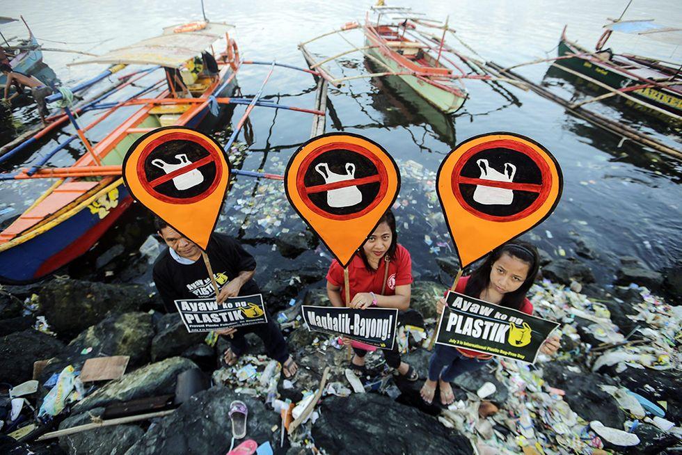La Giornata mondiale senza sacchetti di plastica e altre foto del giorno, 03.07.2014