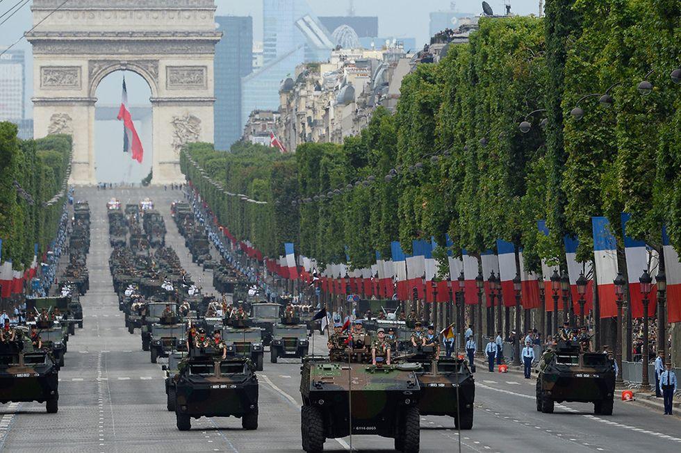 La Festa della Bastiglia a Parigi e altre foto del giorno, 14.07.2014