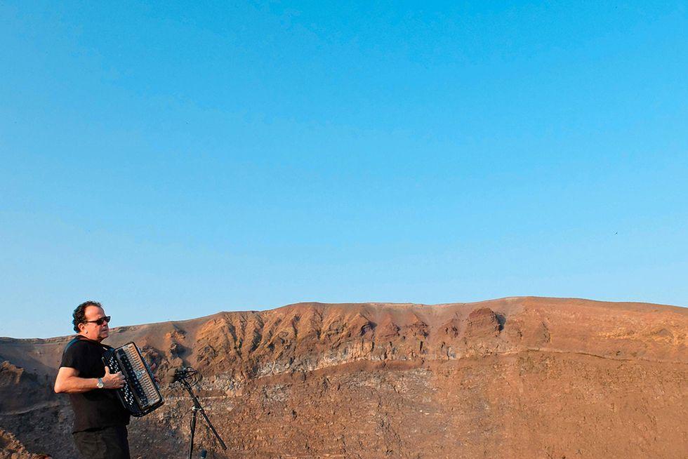 Richard Galliano in concerto sul Vesuvio e altre foto del giorno, 21.07.2014