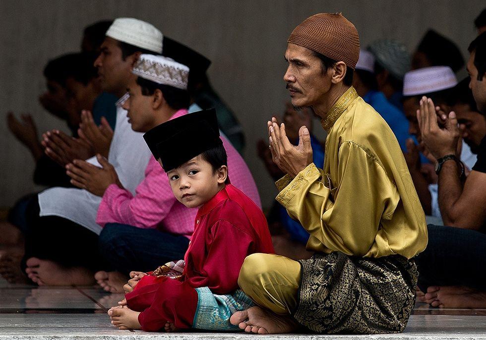È finito il Ramadan: il mondo islamico festeggia Eid al-Fitr