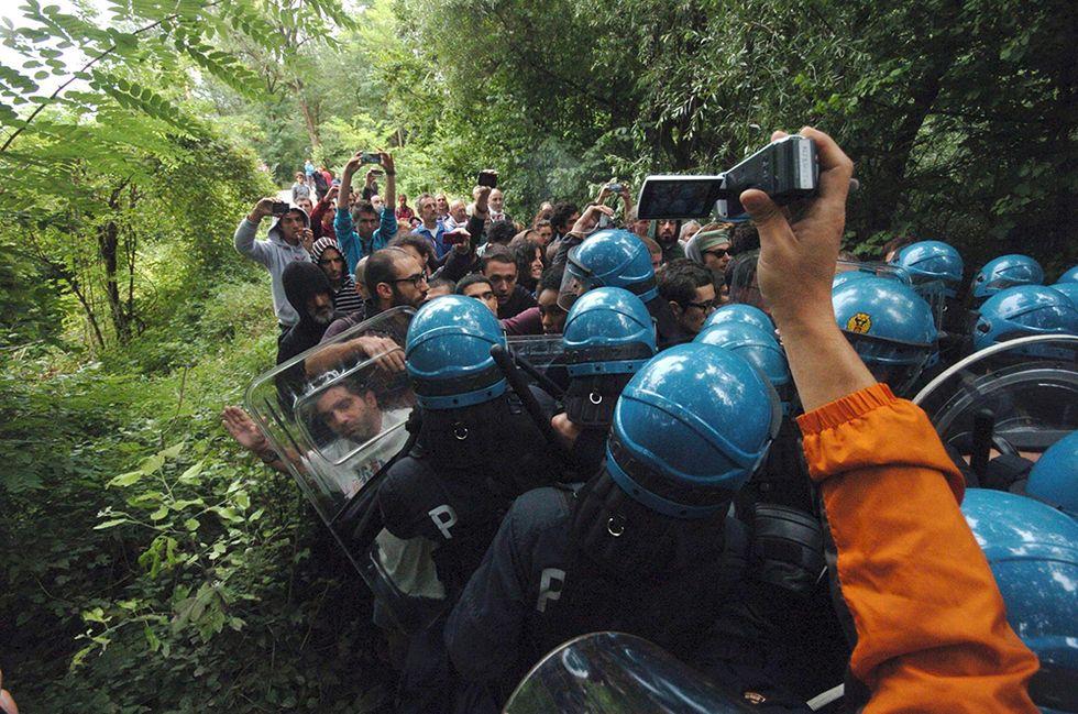 Scontri No Tav-polizia e altre foto del giorno, 30.07.2014