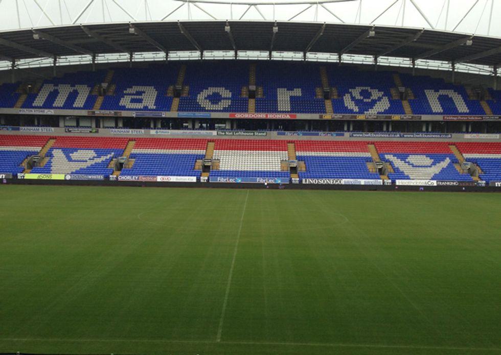 Il nuovo stadio del Bolton (griffato Macron)