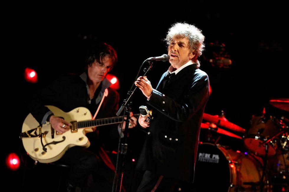 """Johnny Depp suona la chitarra nei nuovi """"Basement Tapes"""" di Bob Dylan"""