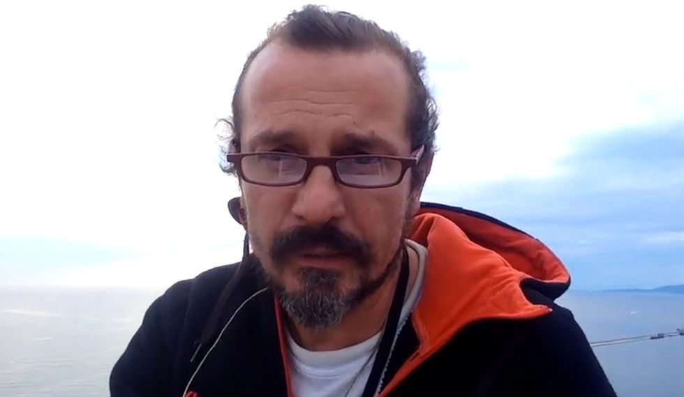 La storia dell'uomo che vive per protesta sulla gru Ursus di Trieste