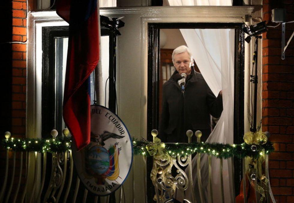 Assange si consegnerà alla polizia