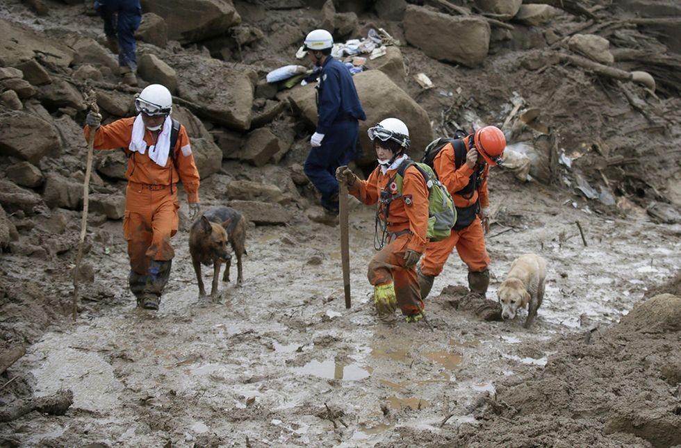 Frana di Hiroshima, Giappone: i soccorritori in azione