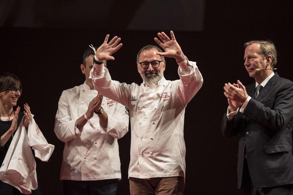 La gioia di chef Norbert Niederkofler del ristorante St. Hubertus di San Cassiano (Bolzano)