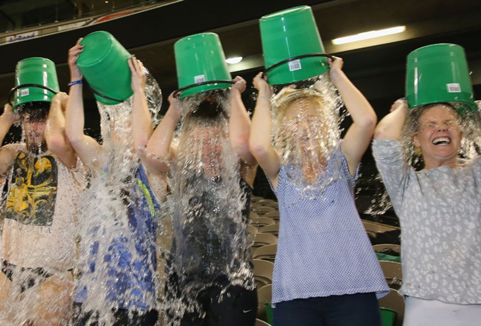 L'Ice Bucket Challenge è lo specchio del nostro modo di comunicare (più che del nostro cuore)