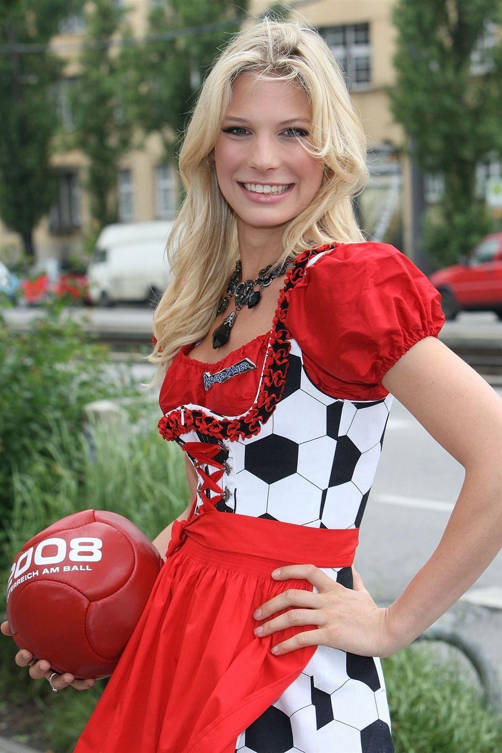 Sarah Brander da sogno, ma Schweinsteiger flirta con Ana Ivanovic