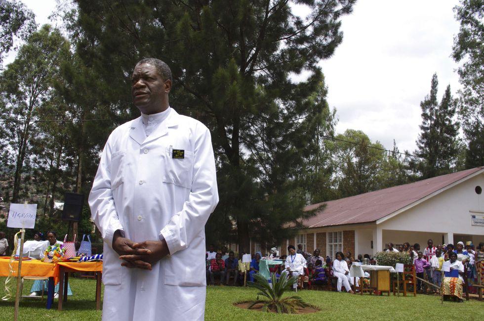 Denis Mukwege, medico e ginecologo congolese. Nell'ospedale da lui fondato ha operato migliaia di donne vittime di stupro per curare i danni interni dovuti alla violenza