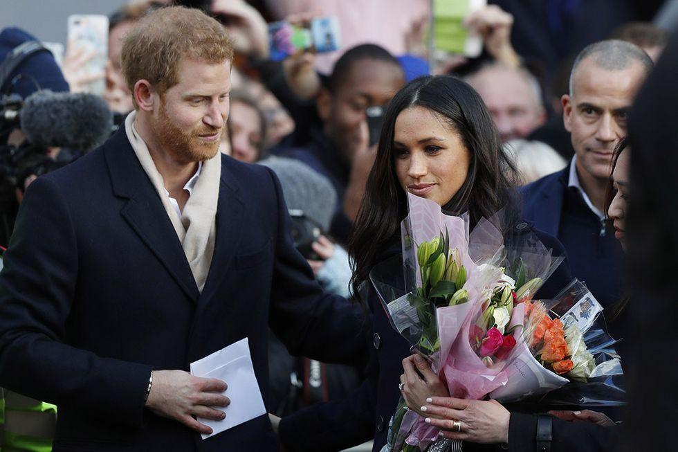 Bagno di folla per Harry e Meghan al loro primo impegno pubblico da fidanzati