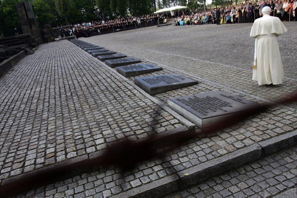 Il Papa dona 100 mila euro al museo di Auschwitz