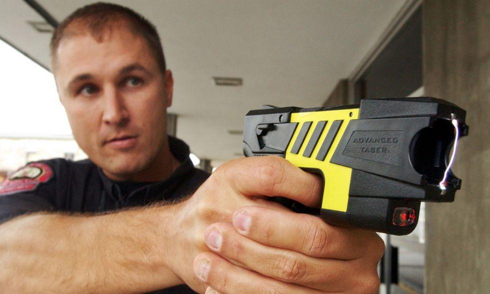 Pistola elettrica, le cinque cose da sapere