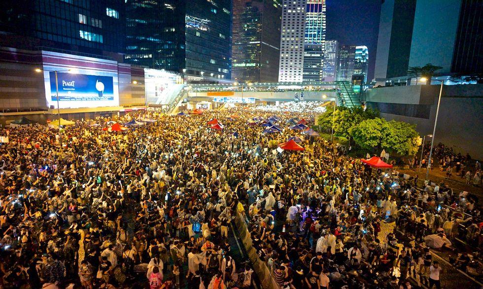 Hong Kong, la rivoluzione degli ombrelli sfida il regime cinese