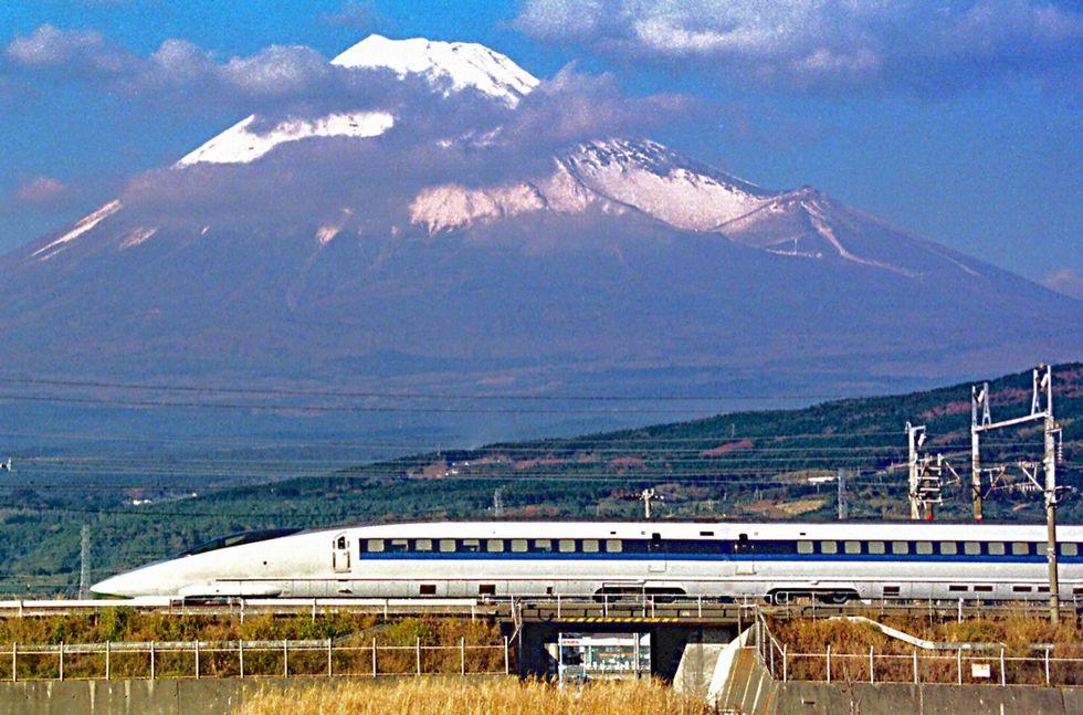 Shinkansen, 50 anni di alta velocità in Giappone