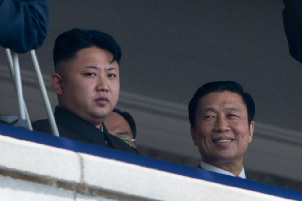 Corea del Nord: Kim Jong-un cade dai tacchi