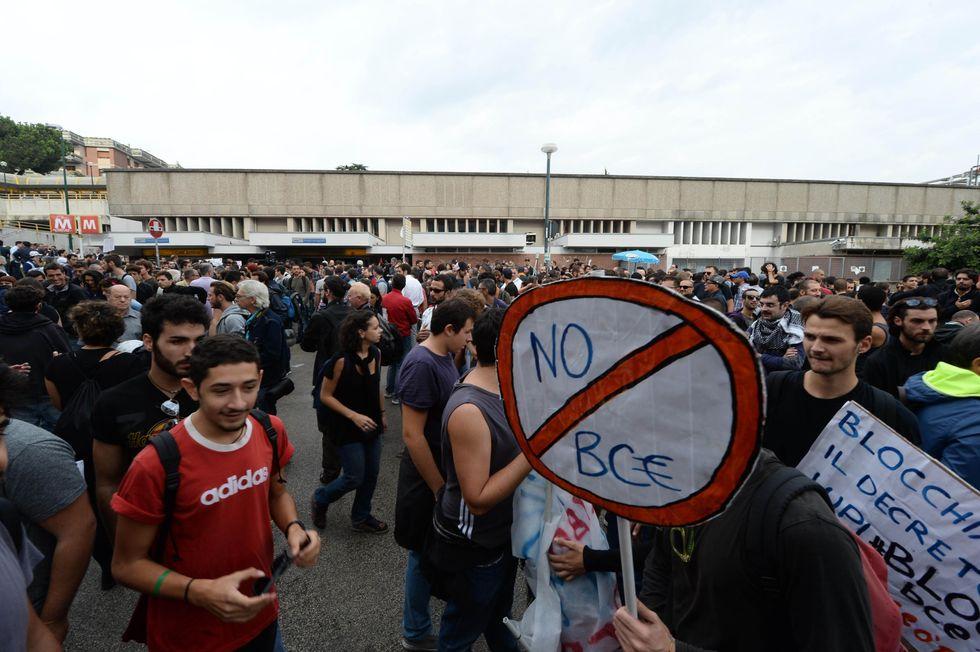 Ecco perché la Bce continua ad aiutare la Grecia