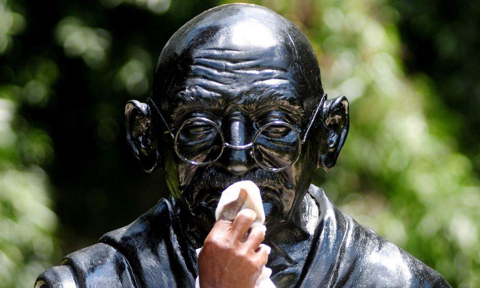 Il compleanno di Gandhi e altre foto del giorno, 02.10.2014