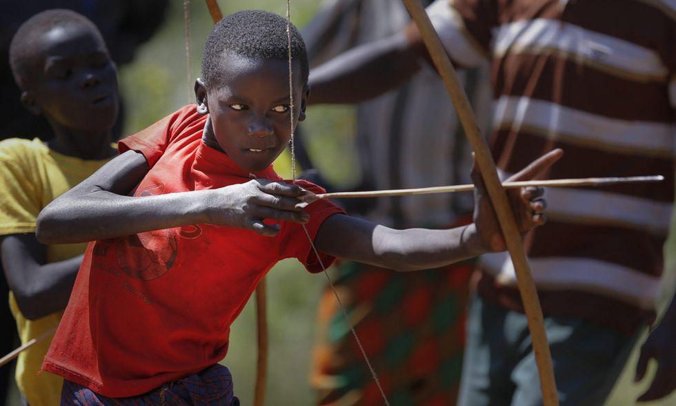 Piccoli arcieri per la pace in Kenya