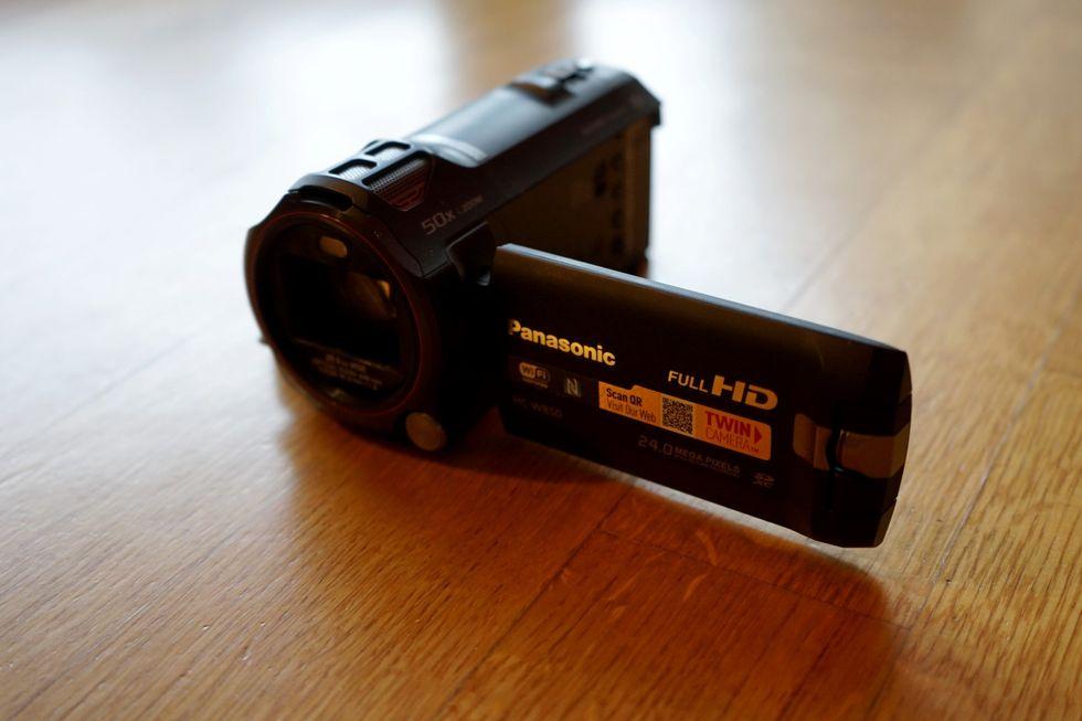 Panasonic HC-W850: la recensione della videocamera per i selfie