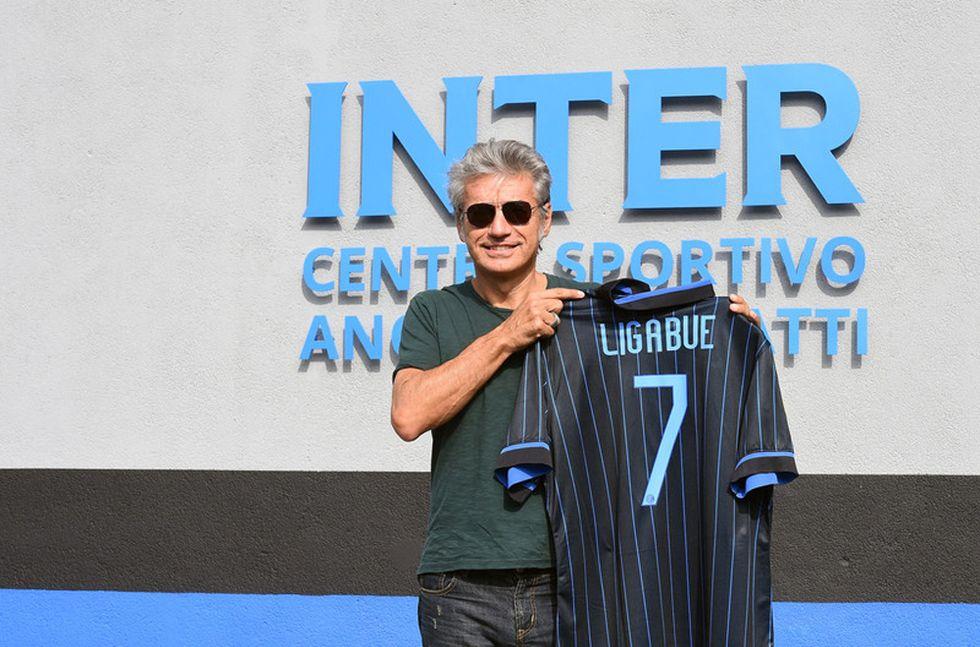 Ligabue in visita all'Inter