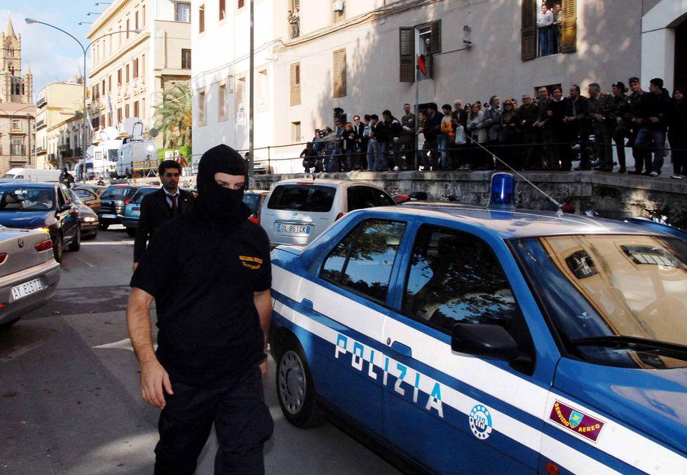 """Mafia, come ti scovo il boss. Le indagini tra Internet e """"pizzini"""""""
