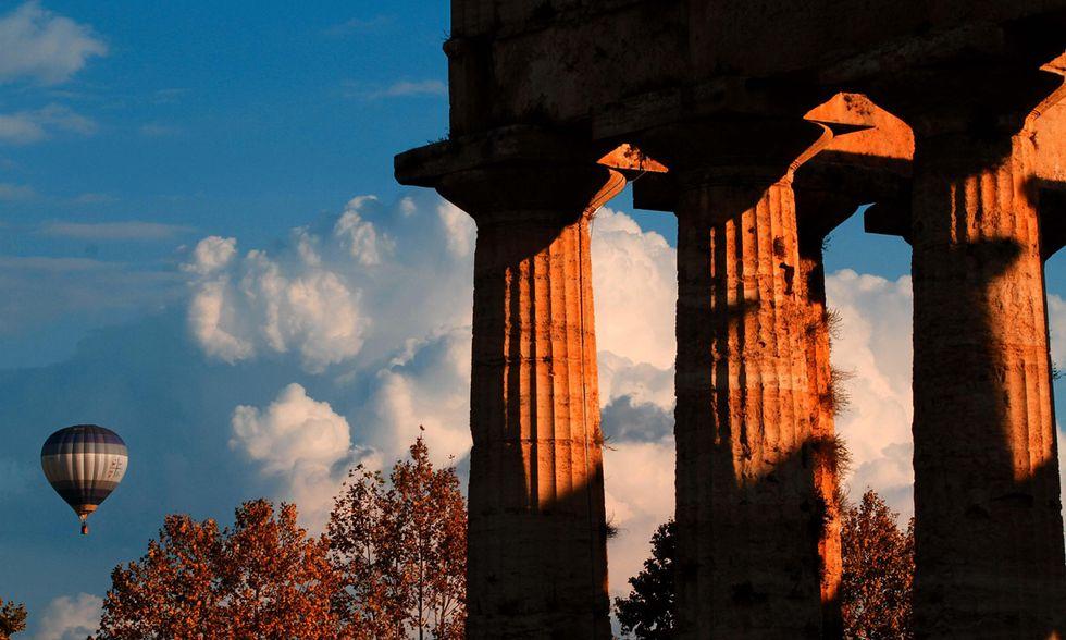 Mongolfiere in volo sui templi di Paestum