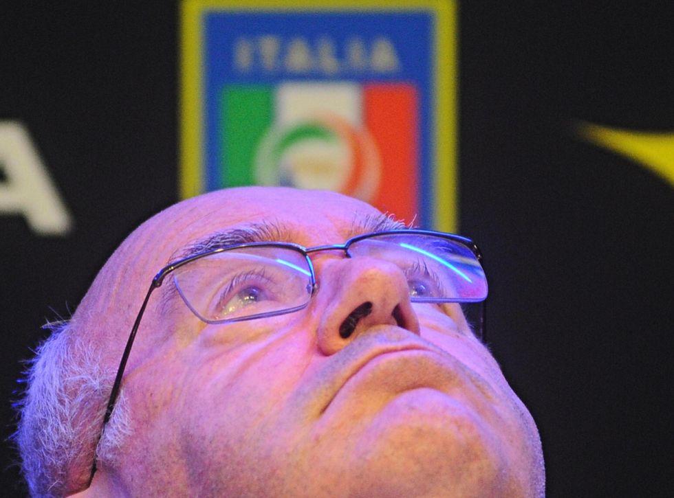 """""""la Pallonata"""": l'ultimo stadio di Tavecchio"""