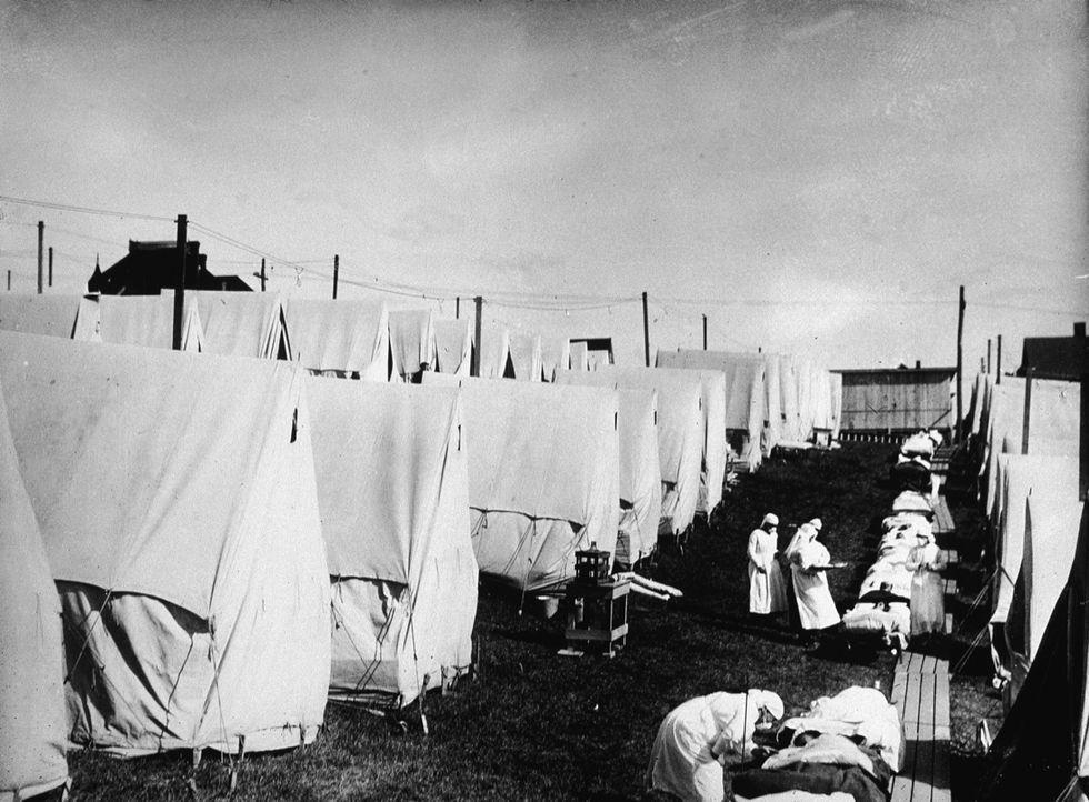 """L'influenza """"Spagnola"""": 100 anni fa il virus che uccise più della guerra"""