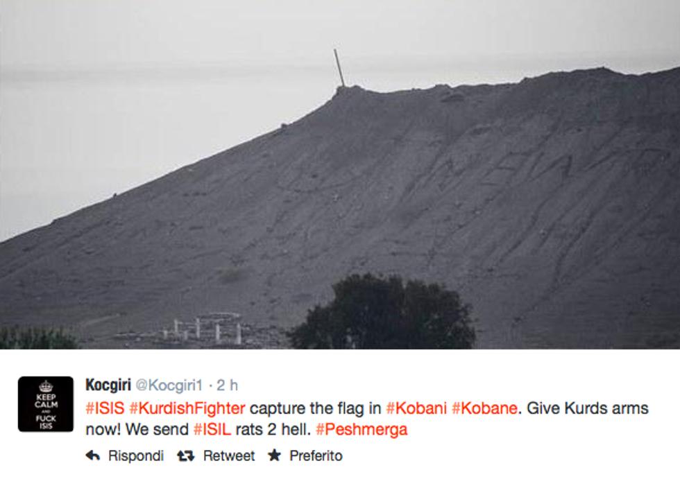 Kobane, i miliziani curdi rimuovono la bandiera dell'Isis