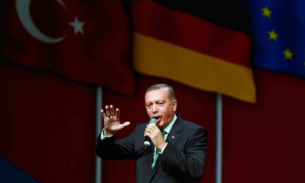 Assalto al partito di Erdogan: un morto