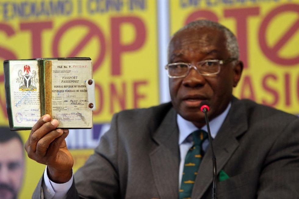 Toni Iwobi, il senatore leghista nero di cui parla mondo