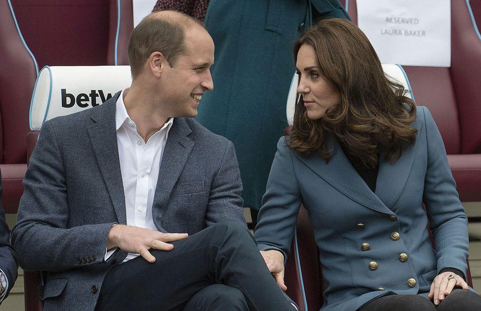 William e Kate durante un evento a Londra. Giacca doppiopetto per la Duchessa di Cambridge