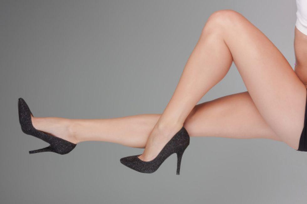 Le italiane amano i tacchi (ma se le ballerine sono in borsa)