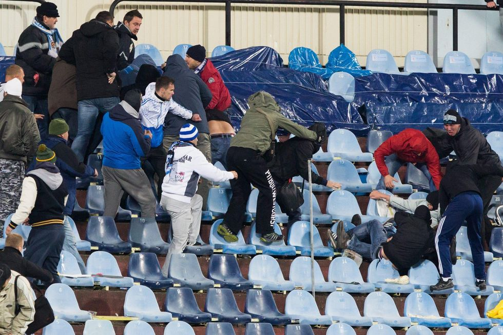 Allarme ultras in Europa: un giovedì di violenza negli stadi