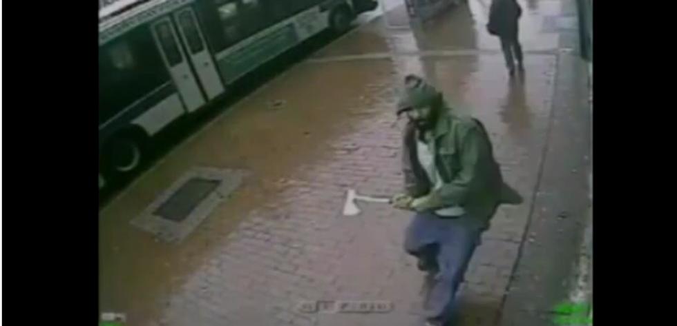 New York: chi è l'uomo che ha colpito con l'accetta due agenti