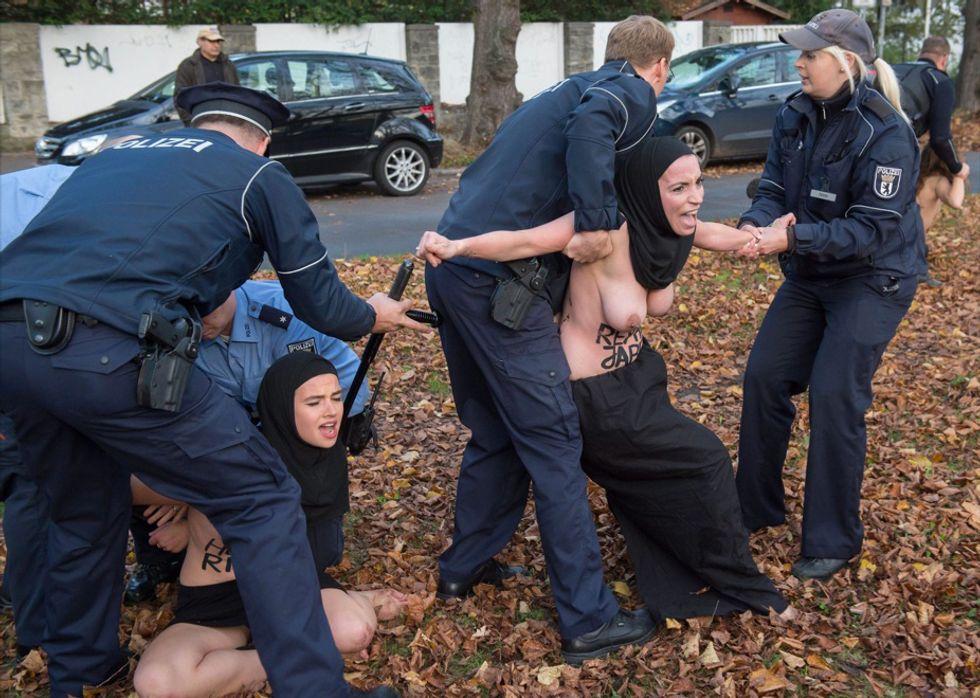 Femen contro l'Iran a Berlino - Foto