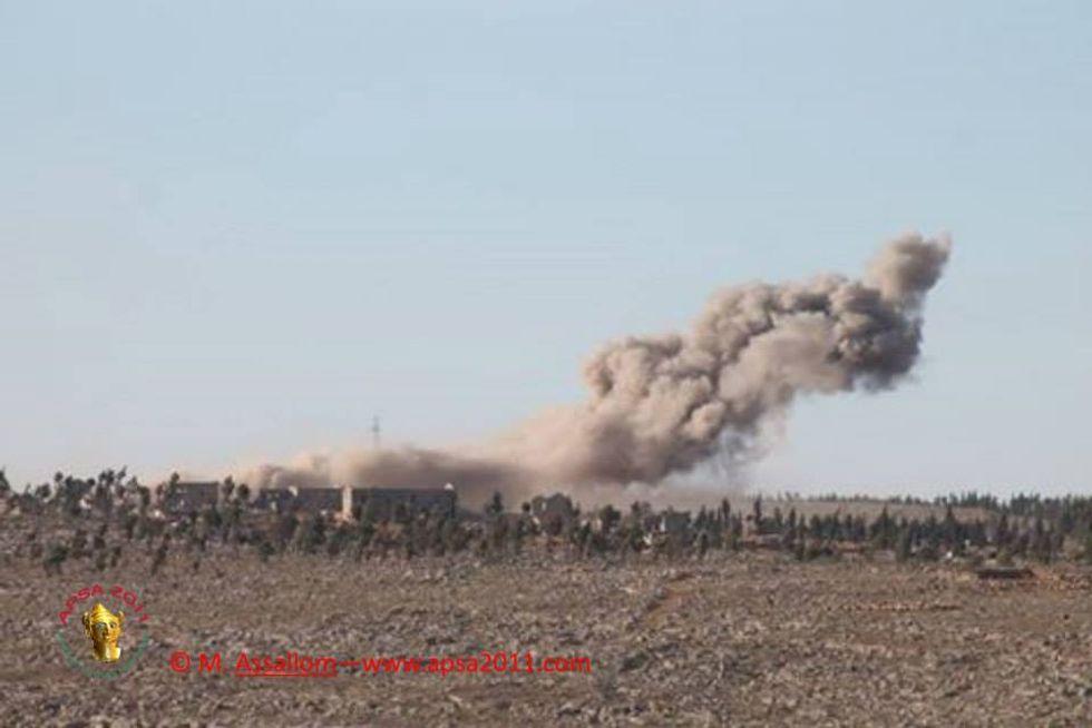 La Siria bombarda un campo profughi: il video