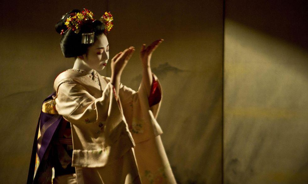 La danza dell'apprendista geisha