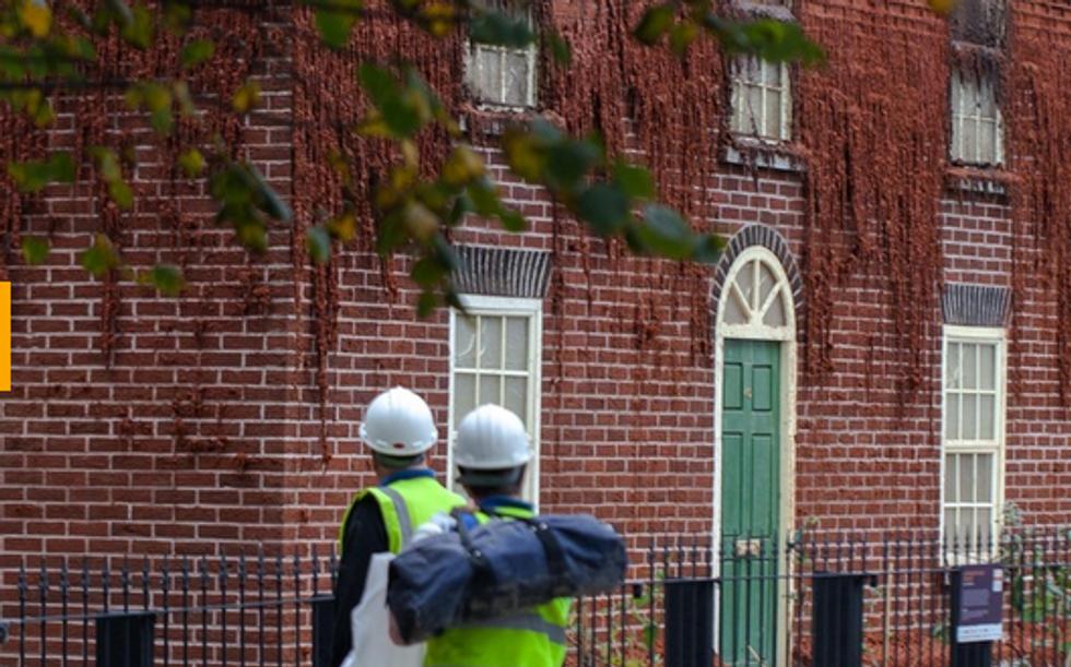 La casa che si scioglie: Alex Chinneck torna a stupire