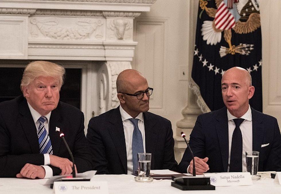 Trump e Bezos